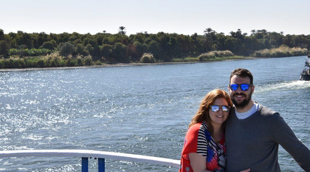 David y Laura en el barco cruzando el Nilo